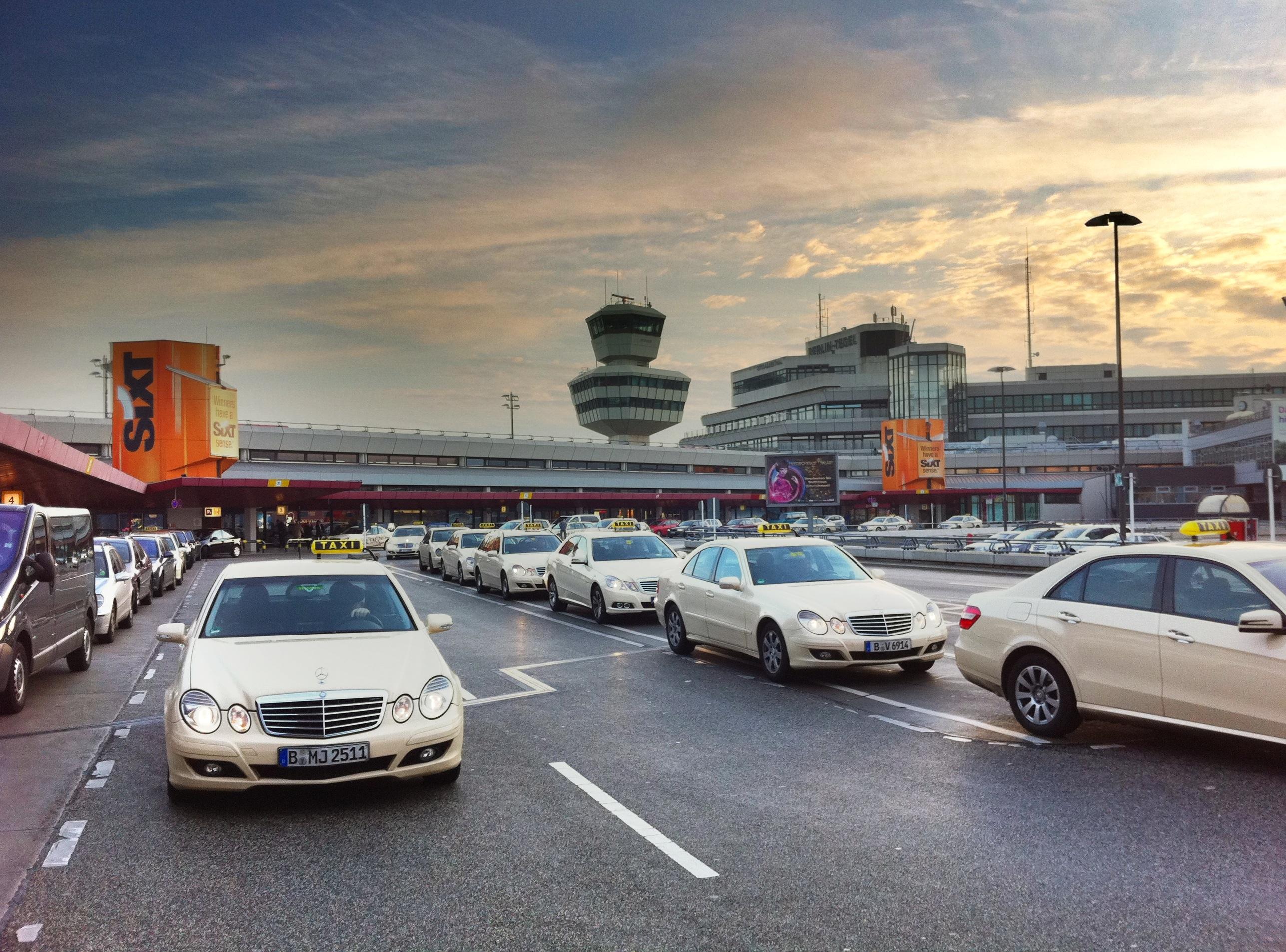 Berlin taxi ber das vergn gen in berlin taxi zu fahren for Flughafen tegel