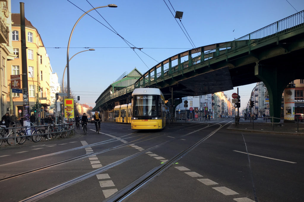 Berlin Winter: Tram Ecke Schöenhauser Allee