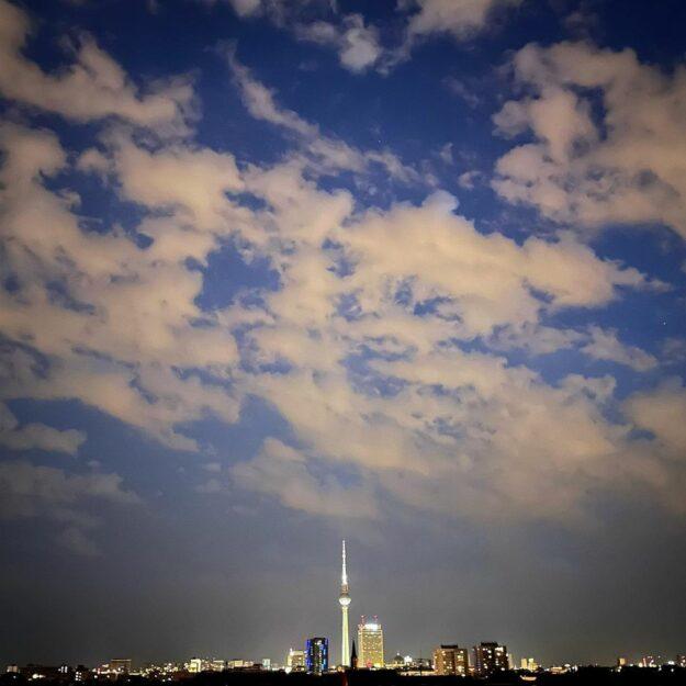 Berlins Skyline bei Nacht